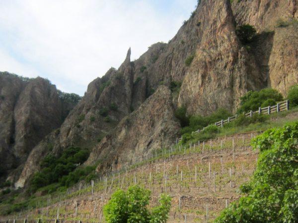 Steile Vulkanfelsen