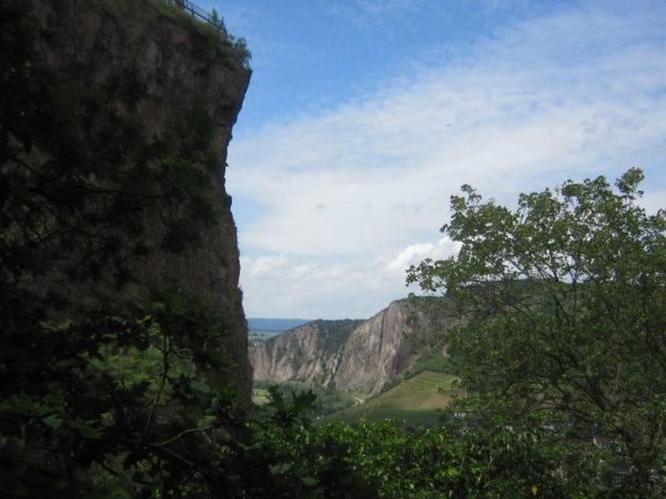 Blick vom Rheingrafenstein zum Rothenfels