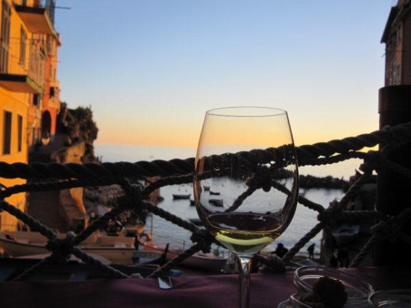 Unten am meer kann man den Wein geniessen !