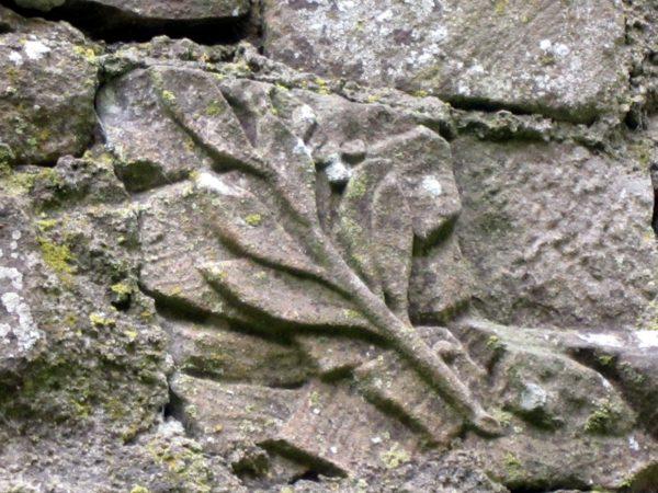 Olivenzweig-Relief im Kloster, mittelalterliches Recycling aus römischen Zeiten !