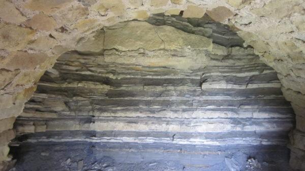 Disibodenberger Schichten in einem Höhlenartigen Unterstand